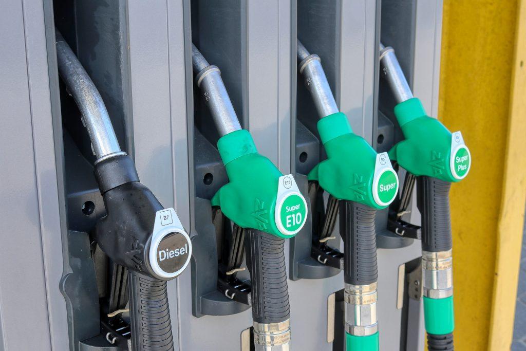 petrol-stations-4978824_1920-1024x683